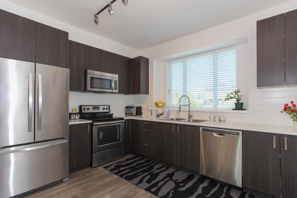 Townhouse at 91 15340 GUILDFORD DRIVE, Unit 91, North Surrey, British Columbia. Image 7