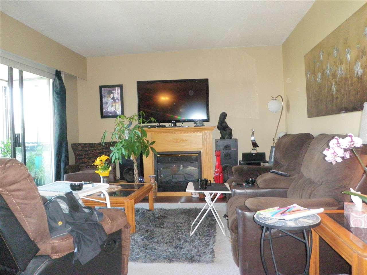 Condo Apartment at 306 32885 GEORGE FERGUSON WAY, Unit 306, Abbotsford, British Columbia. Image 3