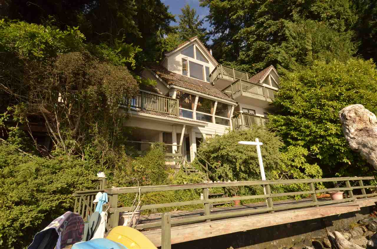 Detached at 5 MONTIZAMBERT WYND, West Vancouver, British Columbia. Image 2