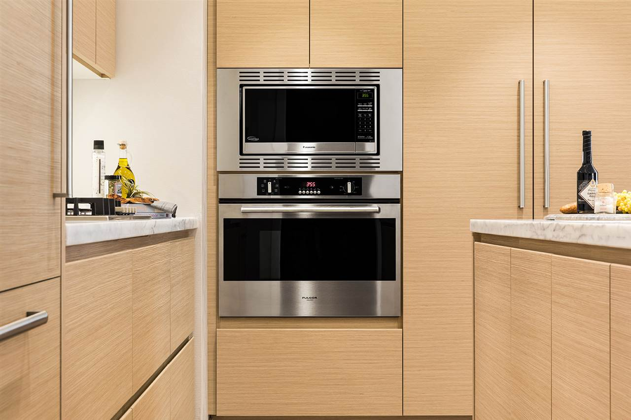 Condo Apartment at 302 300 MORRISSEY ROAD, Unit 302, Port Moody, British Columbia. Image 5