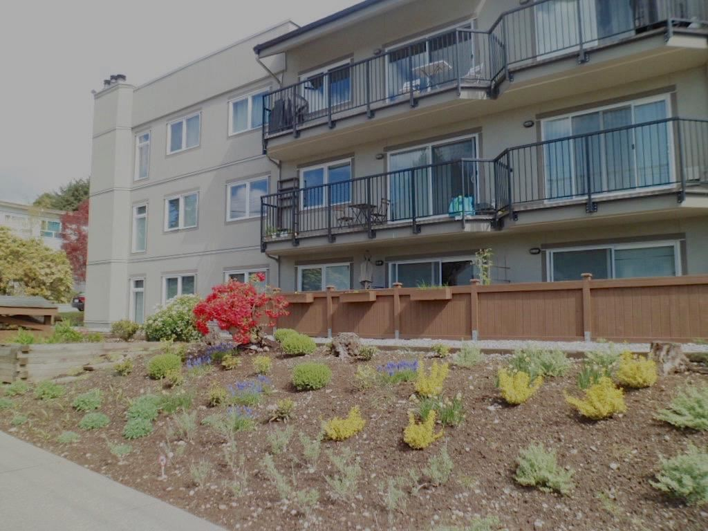 Condo Apartment at 105 620 BLACKFORD STREET, Unit 105, New Westminster, British Columbia. Image 1