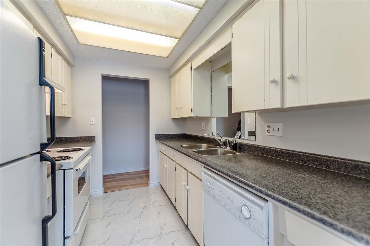 Condo Apartment at 211 1011 FOURTH AVENUE, Unit 211, New Westminster, British Columbia. Image 5