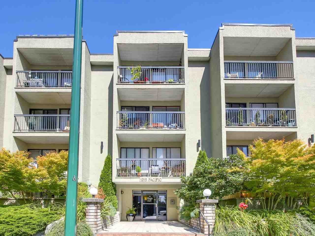 Condo Apartment at 210 1215 PACIFIC STREET, Unit 210, Vancouver West, British Columbia. Image 2