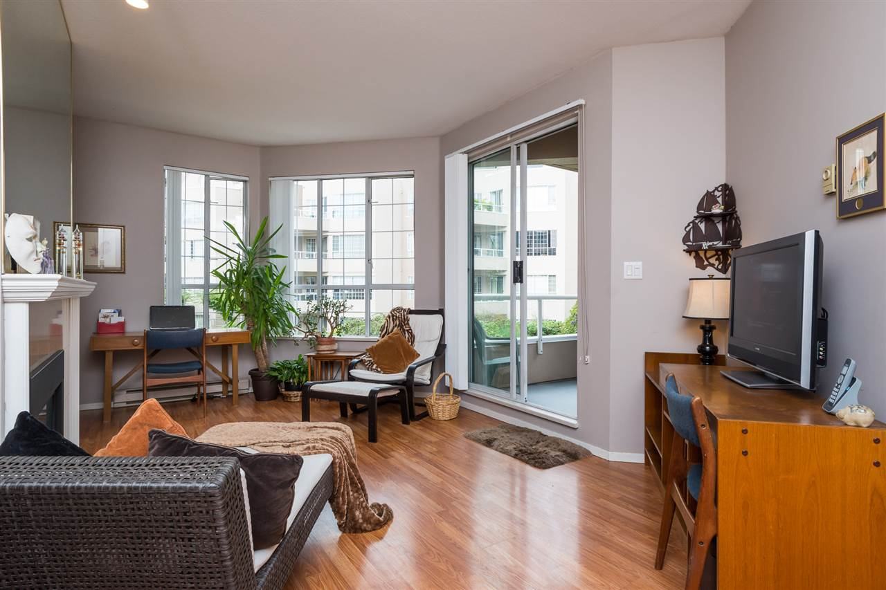 Condo Apartment at 210 1150 QUAYSIDE DRIVE, Unit 210, New Westminster, British Columbia. Image 4