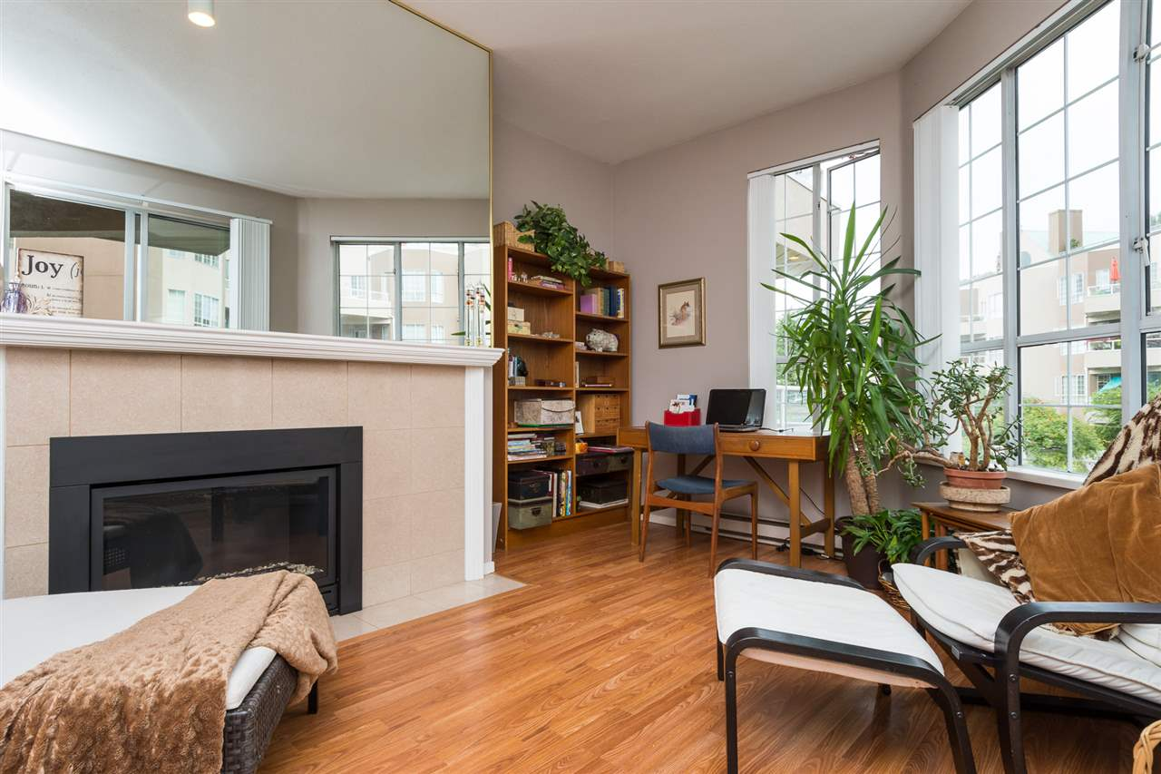 Condo Apartment at 210 1150 QUAYSIDE DRIVE, Unit 210, New Westminster, British Columbia. Image 5