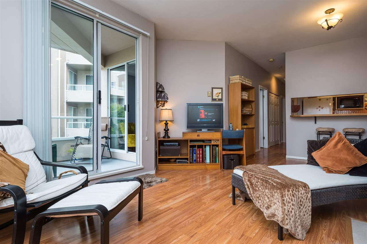 Condo Apartment at 210 1150 QUAYSIDE DRIVE, Unit 210, New Westminster, British Columbia. Image 6