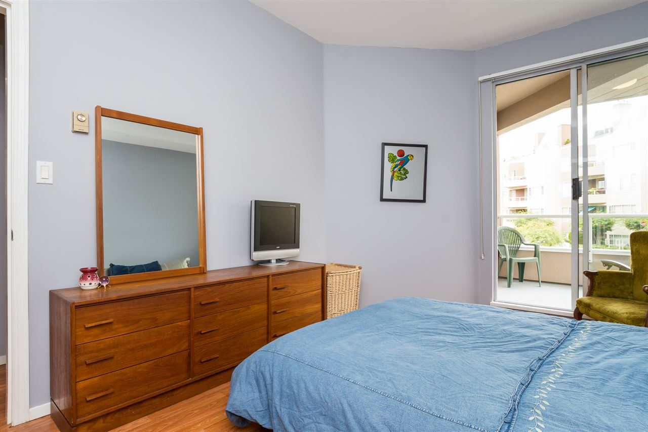 Condo Apartment at 210 1150 QUAYSIDE DRIVE, Unit 210, New Westminster, British Columbia. Image 12