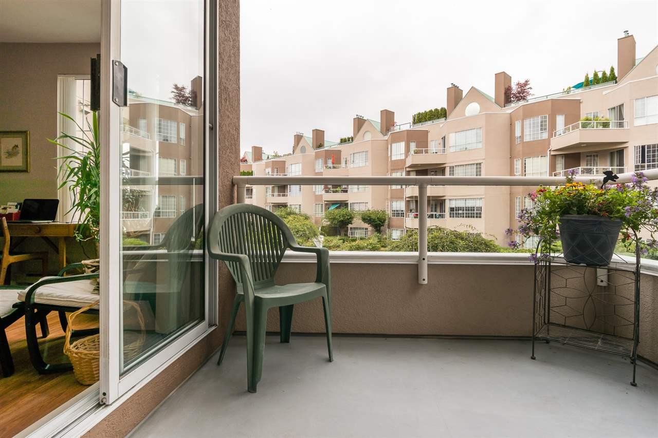 Condo Apartment at 210 1150 QUAYSIDE DRIVE, Unit 210, New Westminster, British Columbia. Image 17