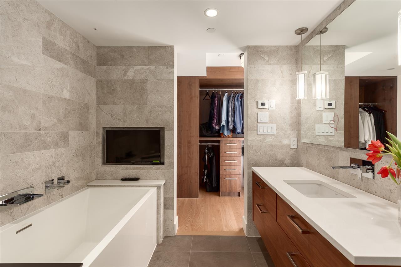 Condo Apartment at 18B 199 DRAKE STREET, Unit 18B, Vancouver West, British Columbia. Image 14