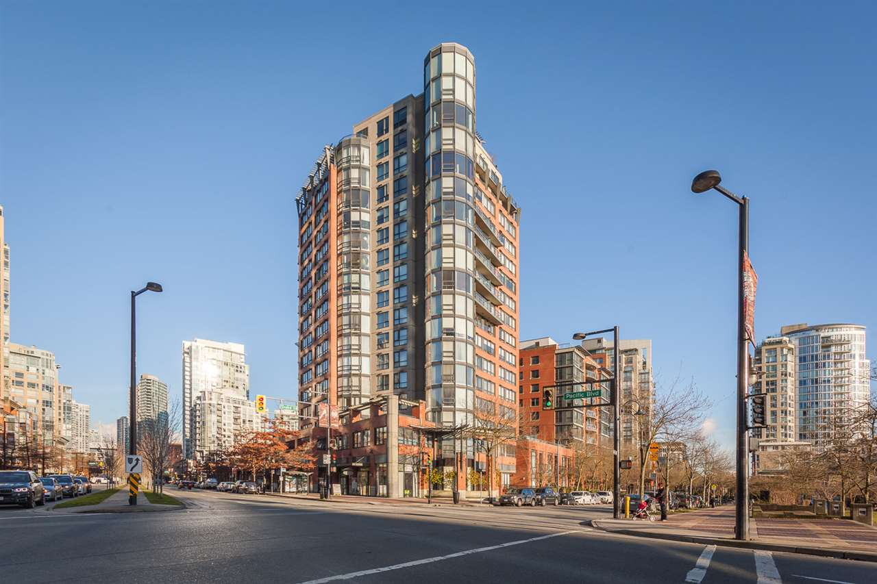 Condo Apartment at 18B 199 DRAKE STREET, Unit 18B, Vancouver West, British Columbia. Image 19