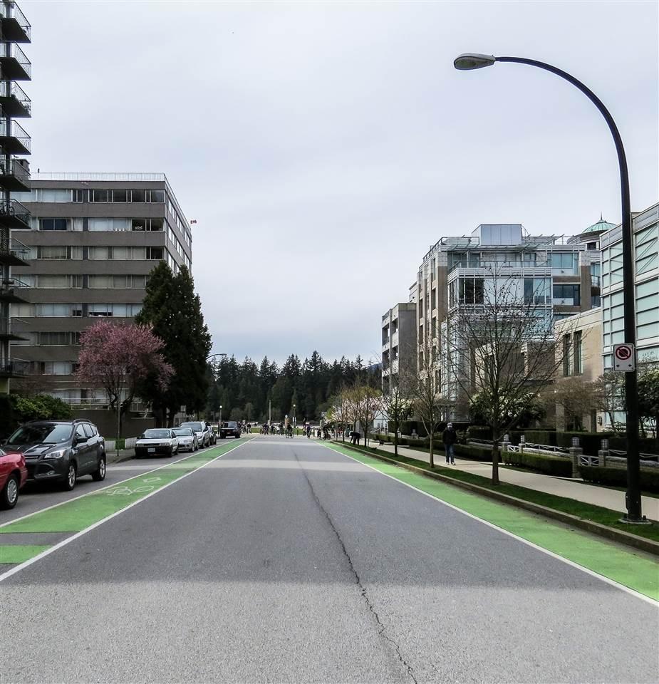 Condo Apartment at 802 1889 ALBERNI STREET, Unit 802, Vancouver West, British Columbia. Image 17