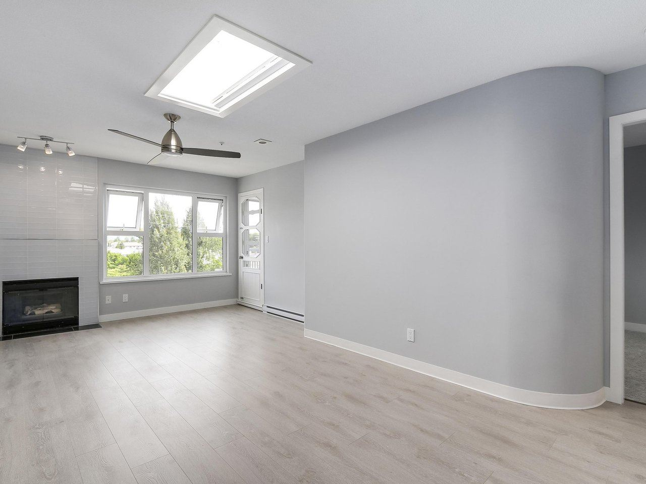 Condo Apartment at 312 4893 CLARENDON STREET, Unit 312, Vancouver East, British Columbia. Image 3