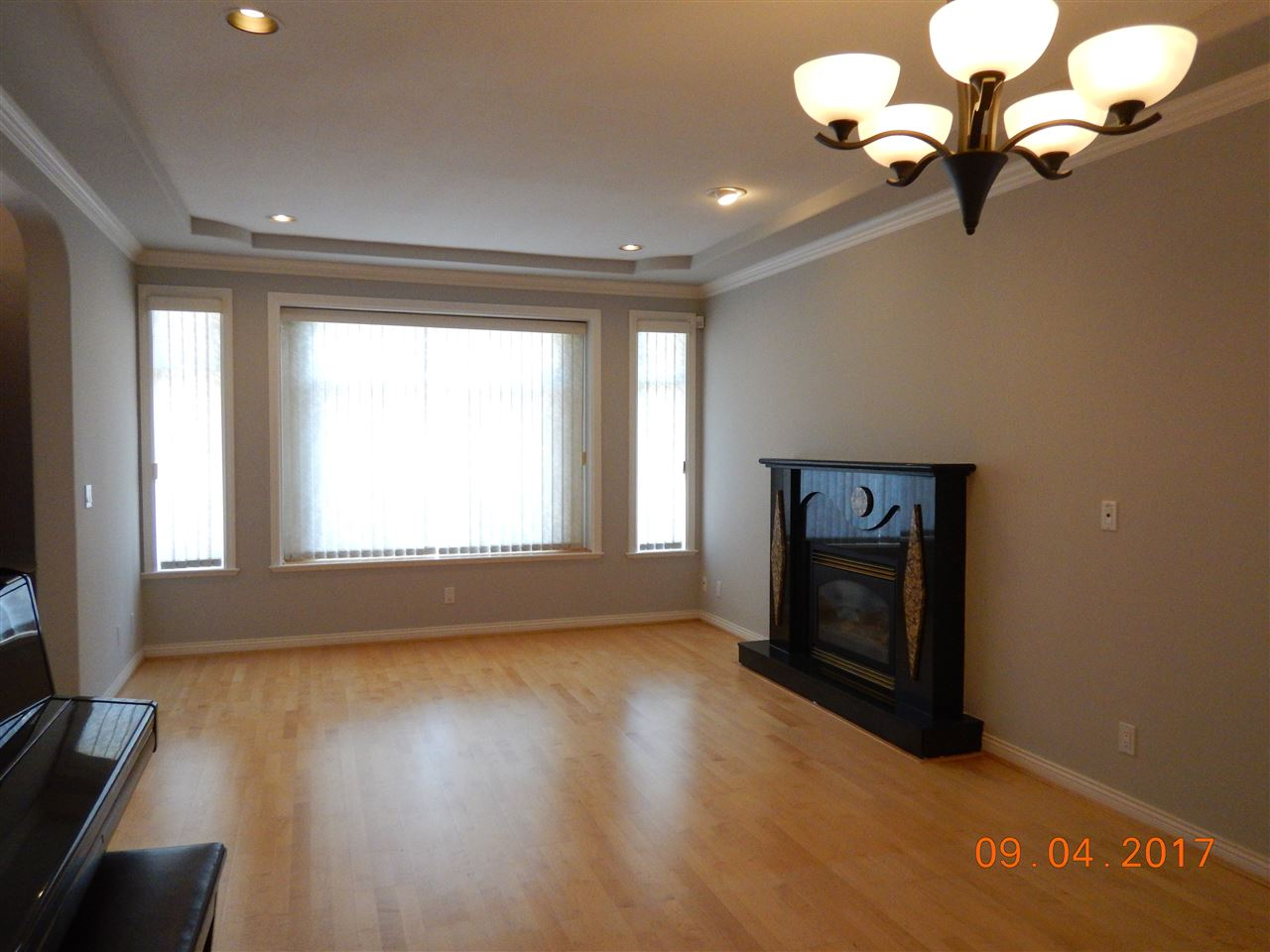Half-duplex at 6711 GRIFFITHS AVENUE, Burnaby South, British Columbia. Image 3