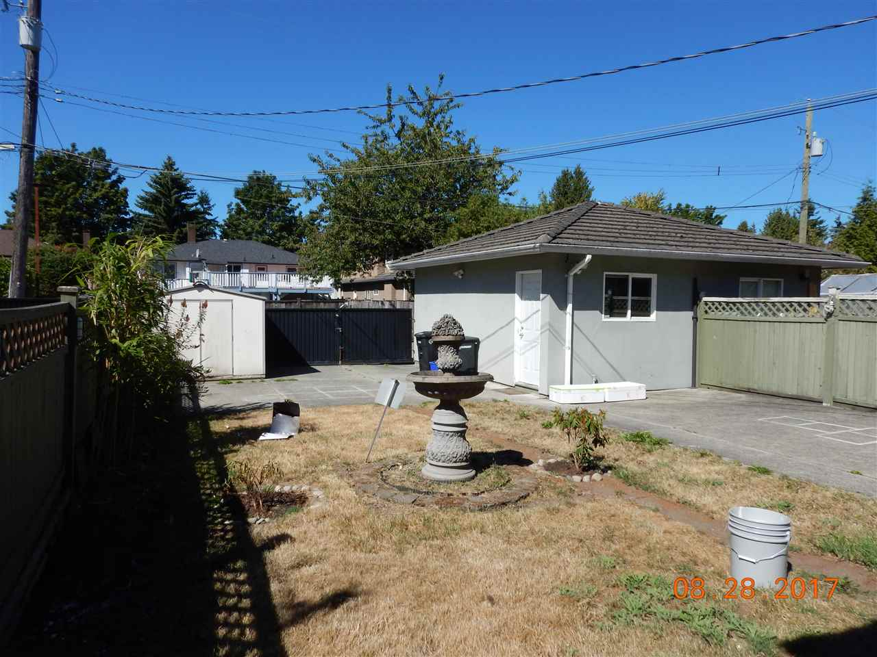 Half-duplex at 6711 GRIFFITHS AVENUE, Burnaby South, British Columbia. Image 19