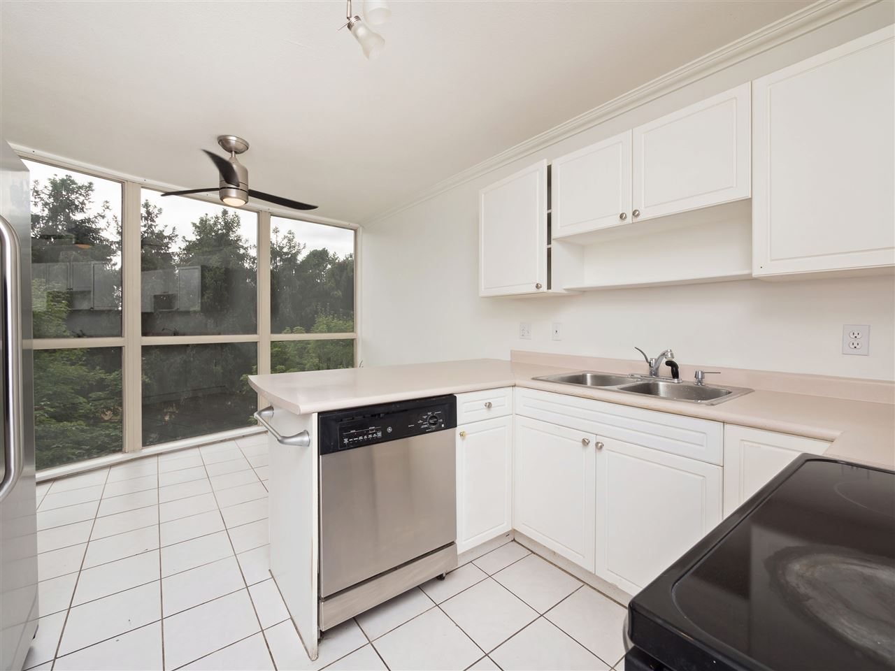 Condo Apartment at 503 38 LEOPOLD PLACE, Unit 503, New Westminster, British Columbia. Image 9