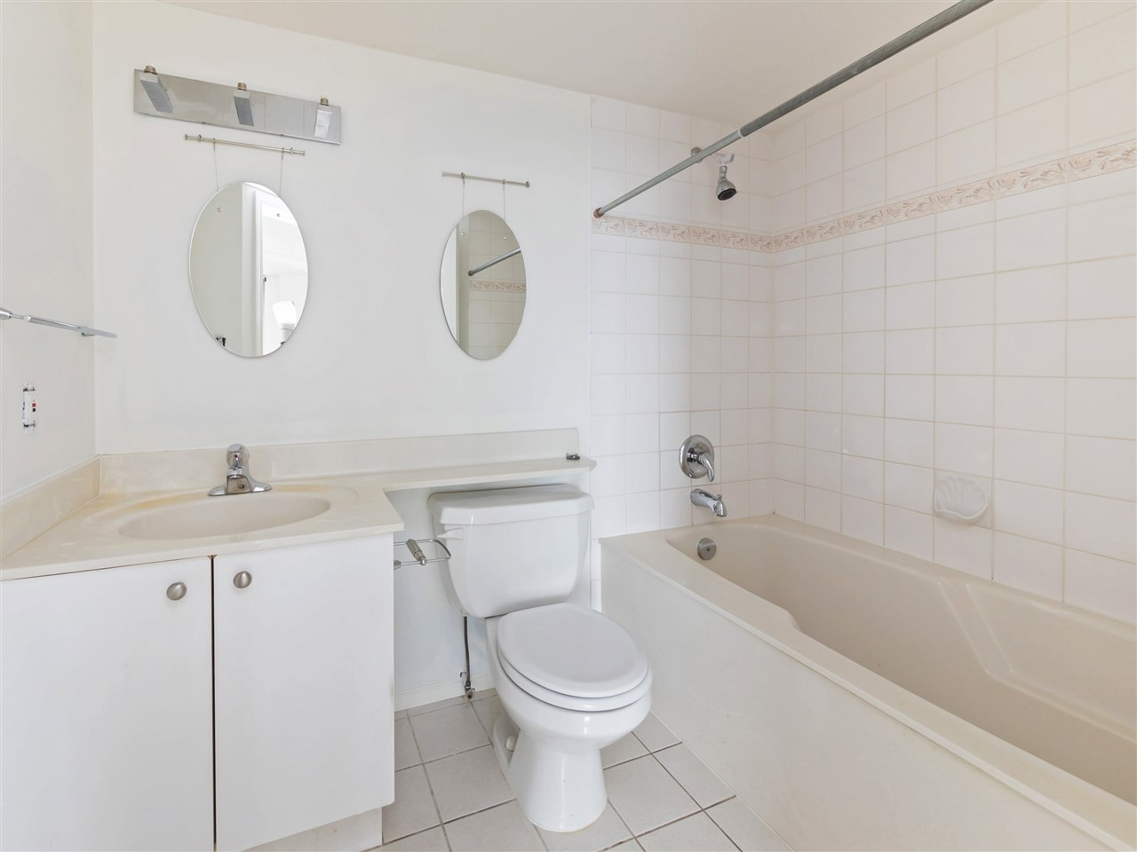 Condo Apartment at 503 38 LEOPOLD PLACE, Unit 503, New Westminster, British Columbia. Image 18