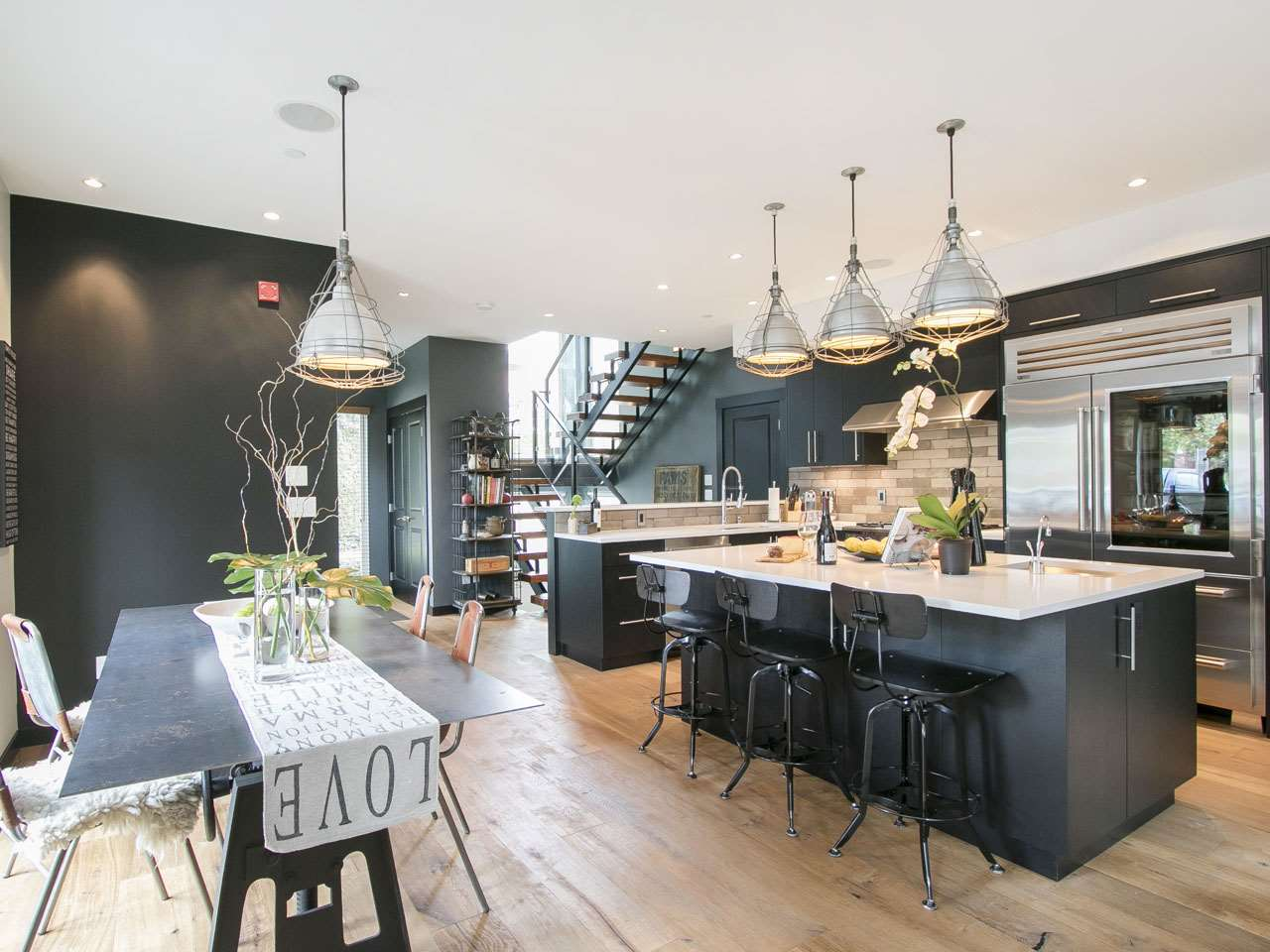 Townhouse at 215 W 17TH STREET, North Vancouver, British Columbia. Image 2