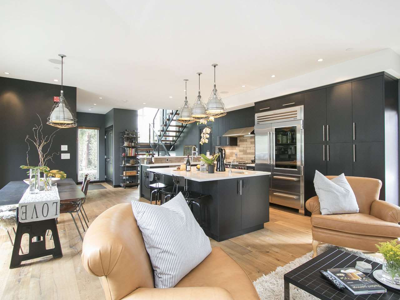 Townhouse at 215 W 17TH STREET, North Vancouver, British Columbia. Image 3