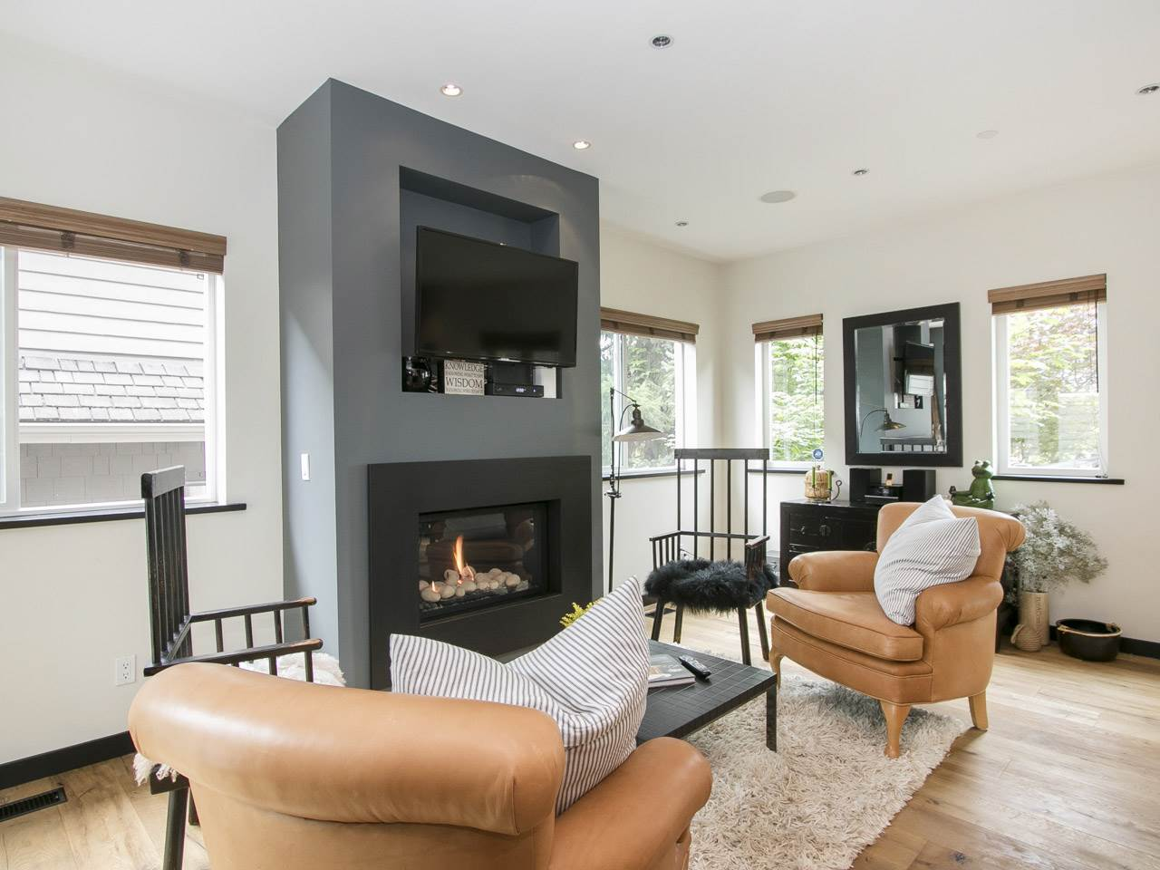 Townhouse at 215 W 17TH STREET, North Vancouver, British Columbia. Image 4