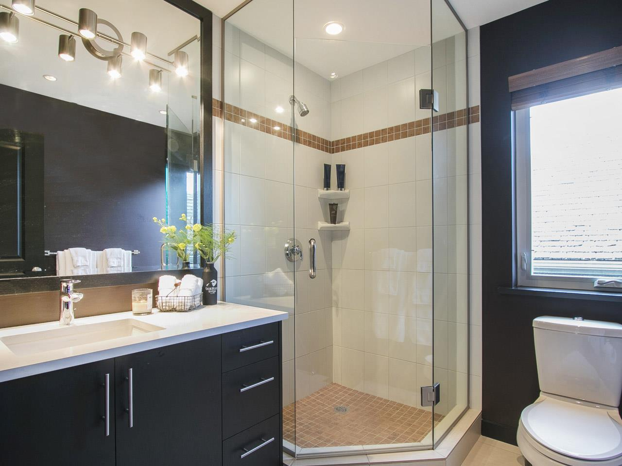 Townhouse at 215 W 17TH STREET, North Vancouver, British Columbia. Image 10
