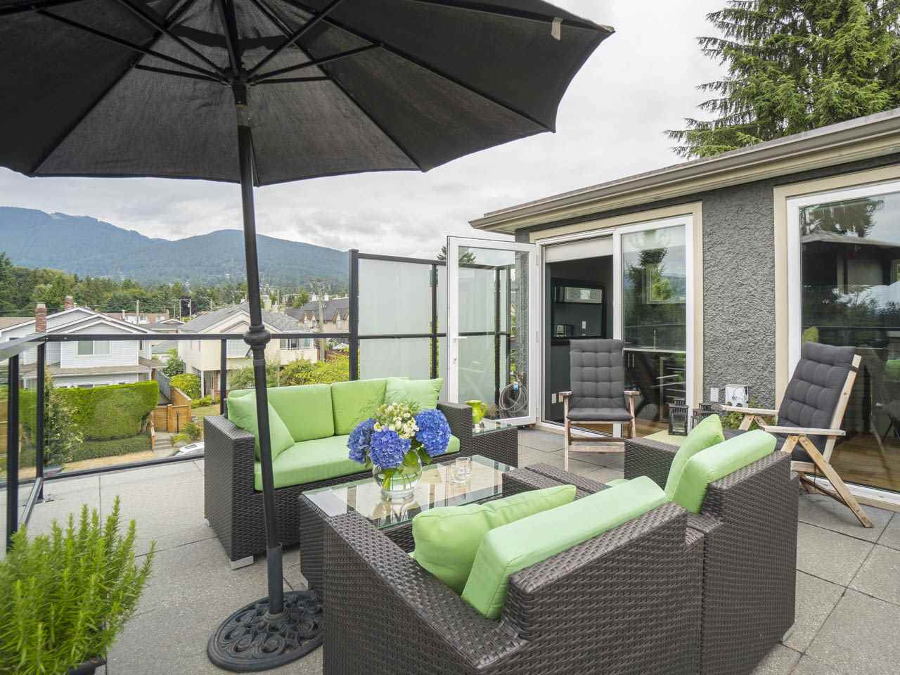Townhouse at 215 W 17TH STREET, North Vancouver, British Columbia. Image 13