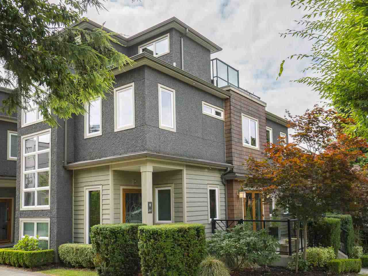 Townhouse at 215 W 17TH STREET, North Vancouver, British Columbia. Image 19