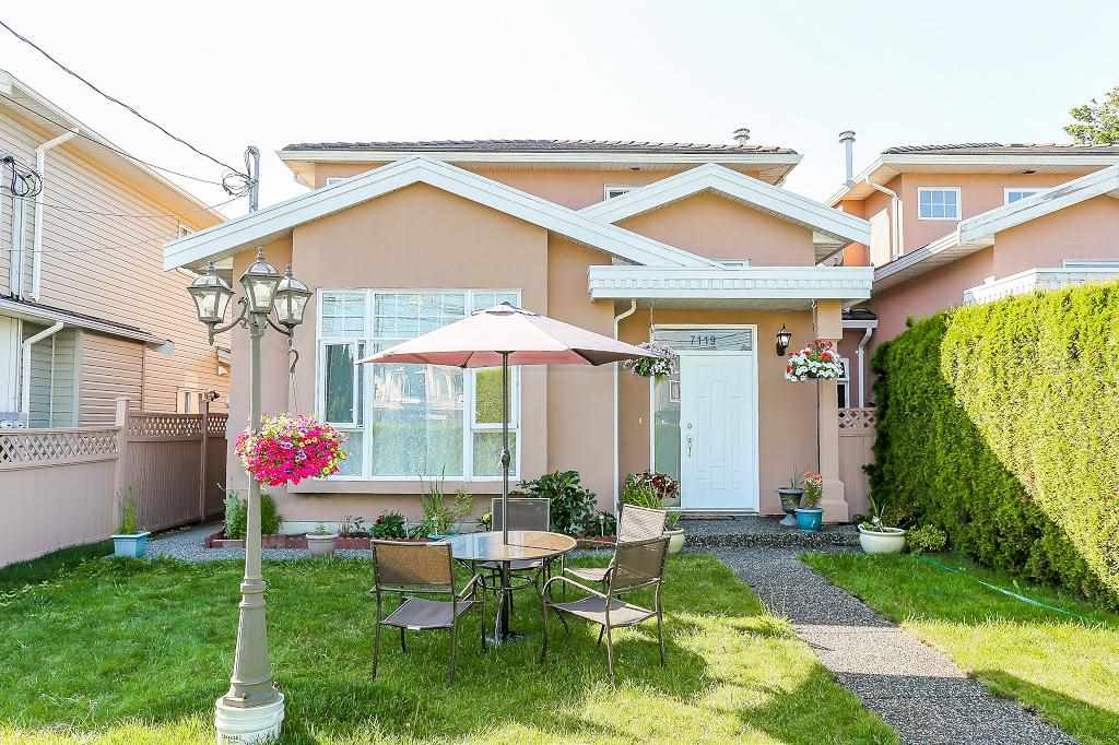 Half-duplex at 7119 10TH AVENUE, Burnaby East, British Columbia. Image 1