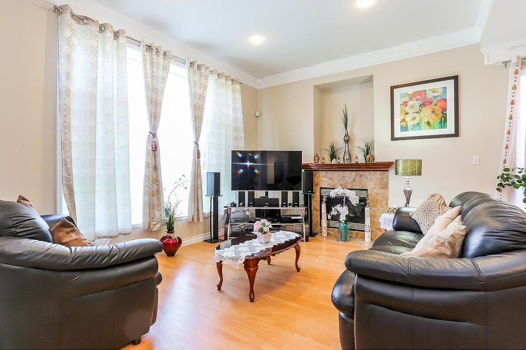 Half-duplex at 7119 10TH AVENUE, Burnaby East, British Columbia. Image 3