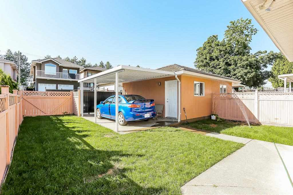 Half-duplex at 7119 10TH AVENUE, Burnaby East, British Columbia. Image 19