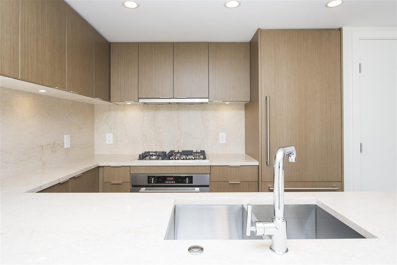 Condo Apartment at 302 125 E 14TH STREET, Unit 302, North Vancouver, British Columbia. Image 4