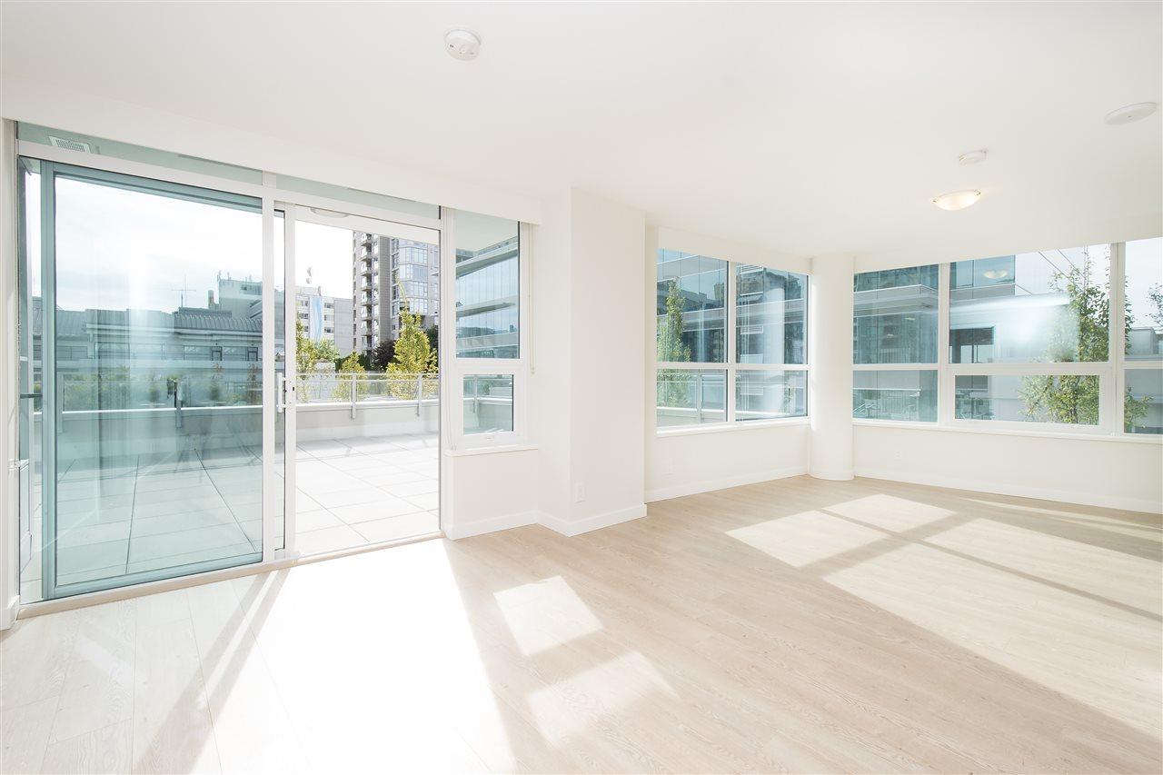Condo Apartment at 302 125 E 14TH STREET, Unit 302, North Vancouver, British Columbia. Image 6