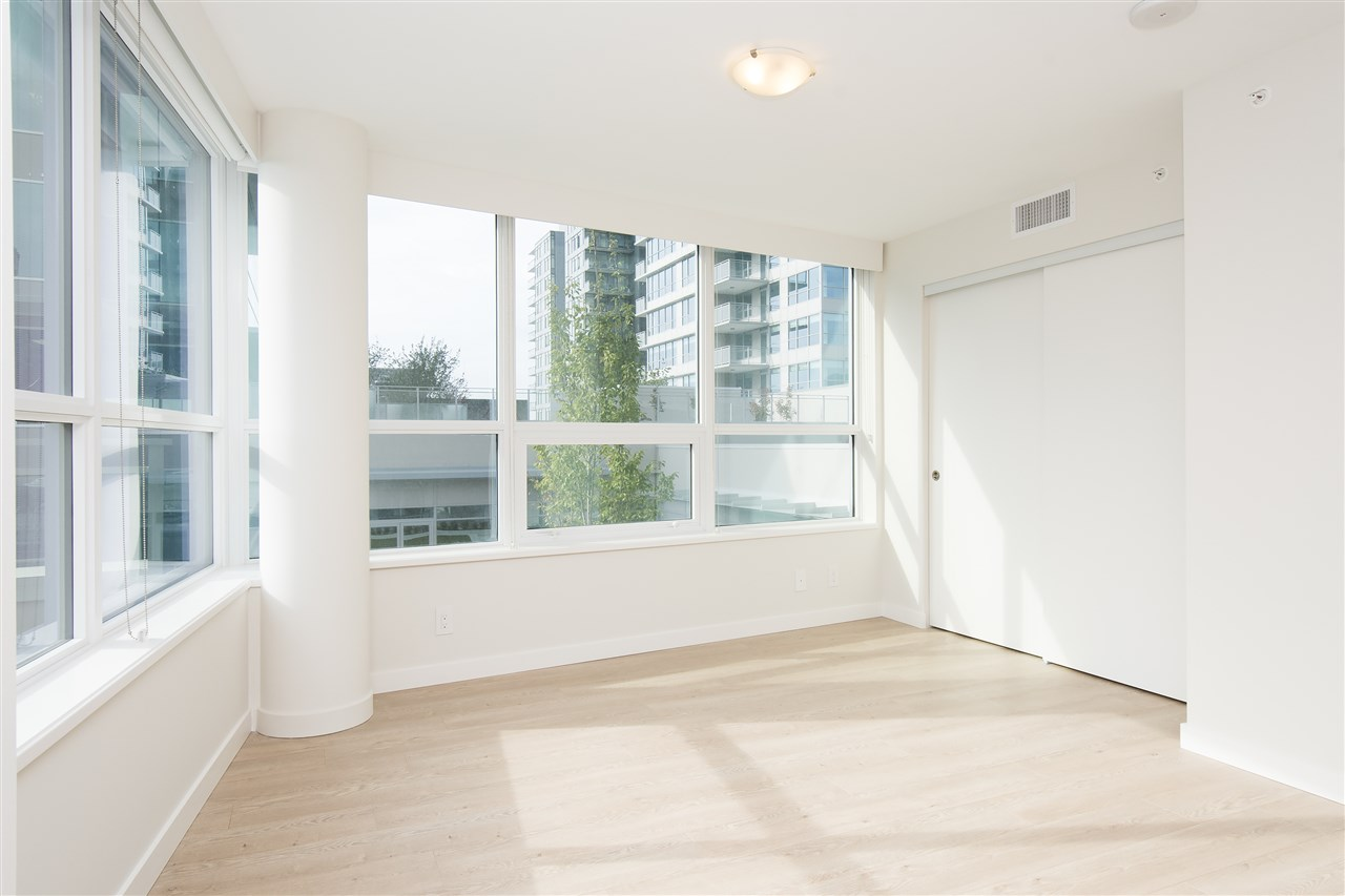 Condo Apartment at 302 125 E 14TH STREET, Unit 302, North Vancouver, British Columbia. Image 7