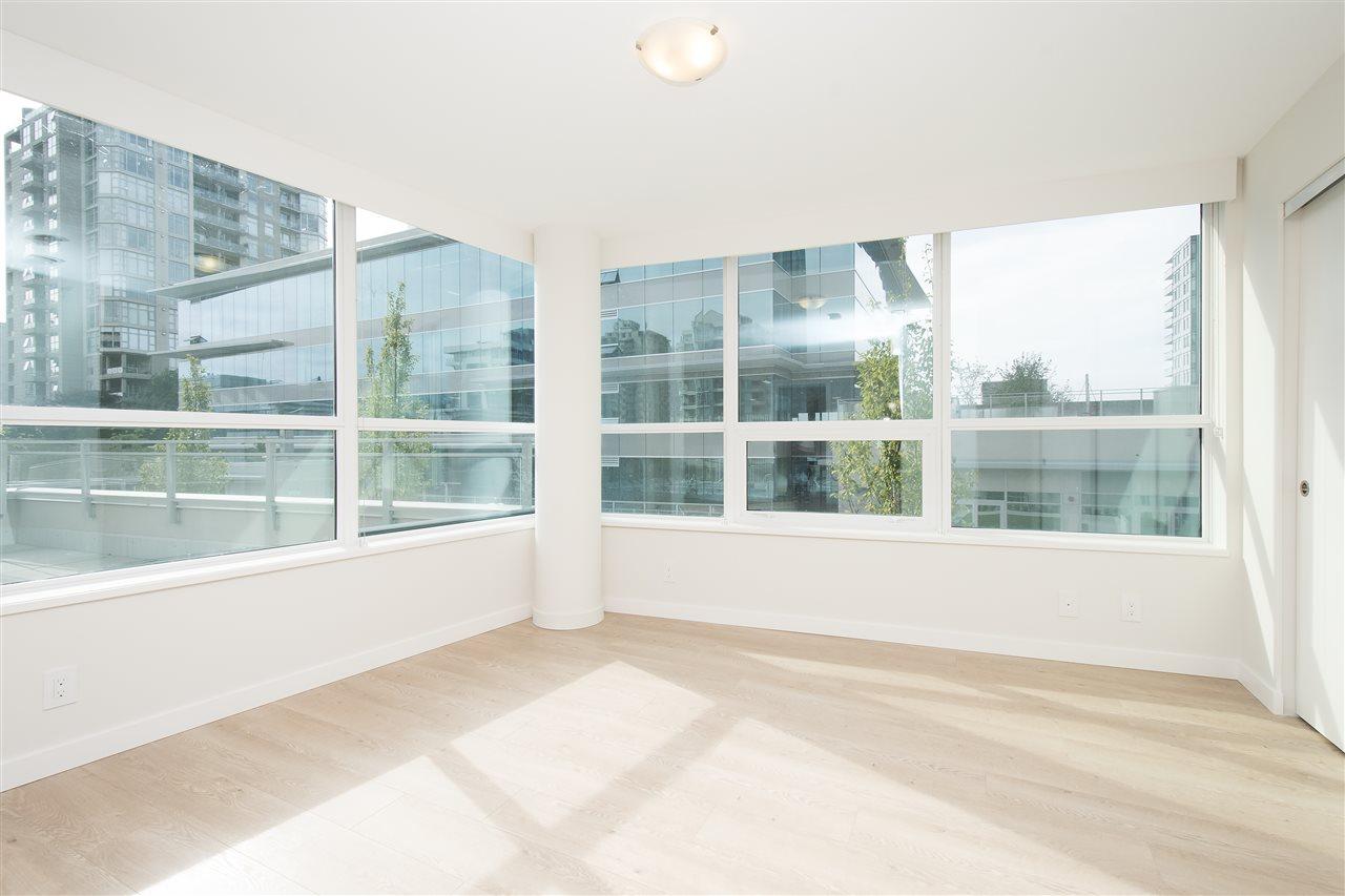 Condo Apartment at 302 125 E 14TH STREET, Unit 302, North Vancouver, British Columbia. Image 8