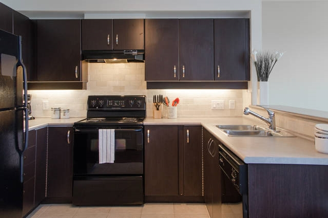Condo Apartment at 426 10838 CITY PARKWAY, Unit 426, North Surrey, British Columbia. Image 2