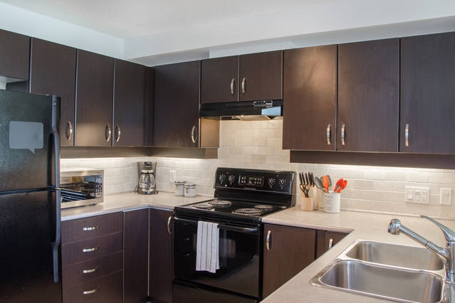 Condo Apartment at 426 10838 CITY PARKWAY, Unit 426, North Surrey, British Columbia. Image 3