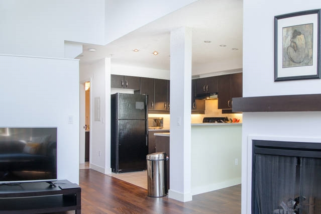 Condo Apartment at 426 10838 CITY PARKWAY, Unit 426, North Surrey, British Columbia. Image 6
