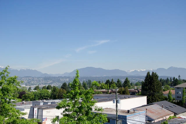 Condo Apartment at 426 10838 CITY PARKWAY, Unit 426, North Surrey, British Columbia. Image 20