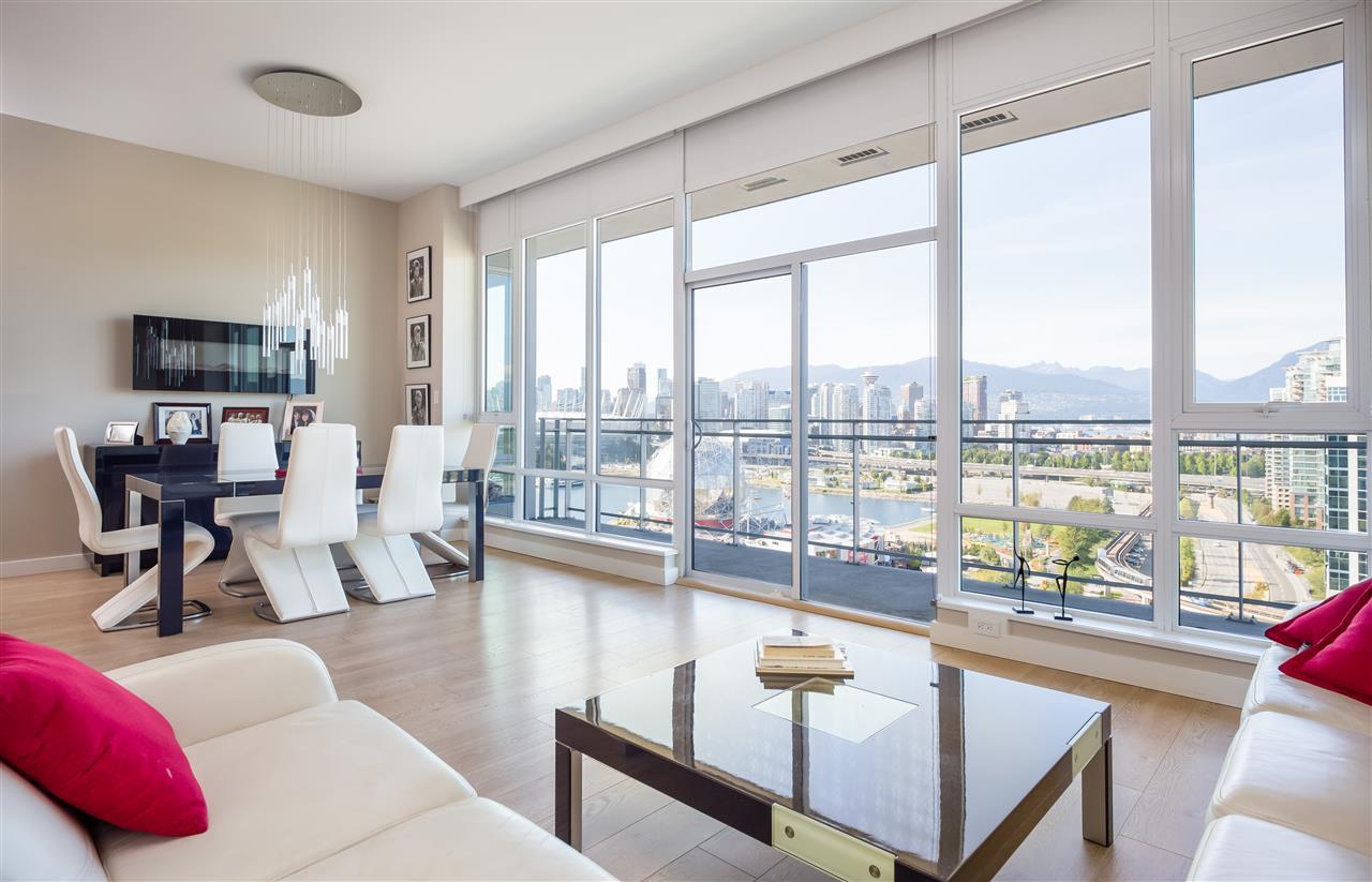 Condo Apartment at PH2205 1618 QUEBEC STREET, Unit PH2205, Vancouver East, British Columbia. Image 2