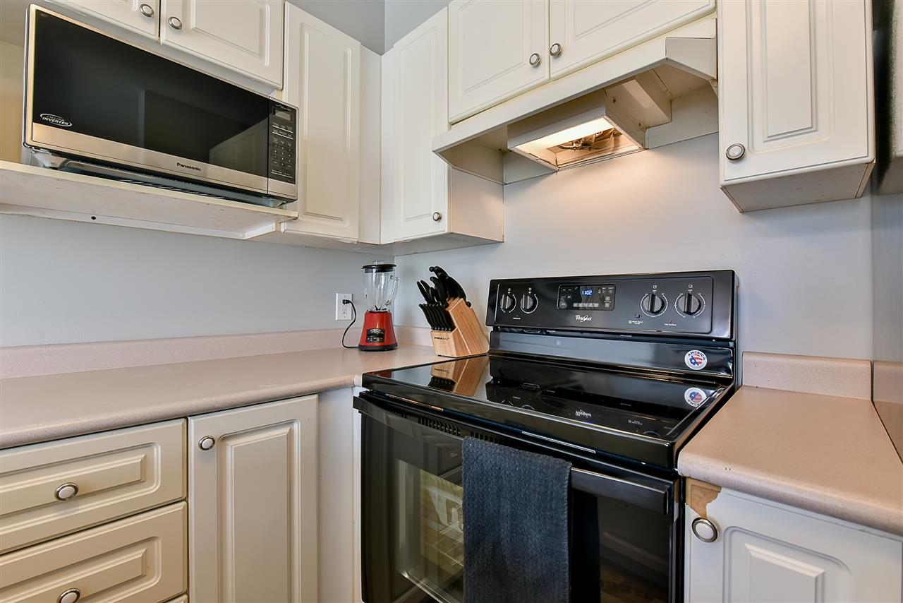 Condo Apartment at 206 7505 138 STREET, Unit 206, Surrey, British Columbia. Image 9