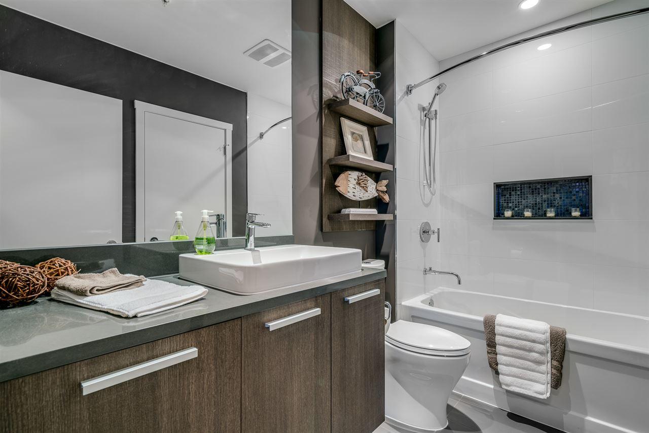 Condo Apartment at 2902 3007 GLEN DRIVE, Unit 2902, Coquitlam, British Columbia. Image 11