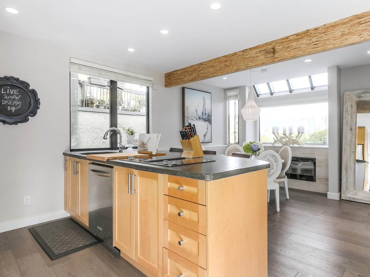 Townhouse at 956 W 7TH AVENUE, Vancouver West, British Columbia. Image 6