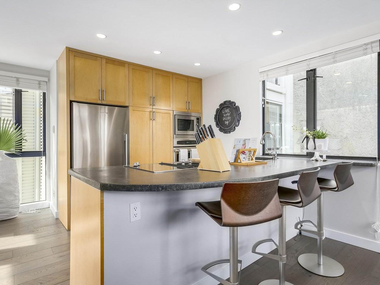 Townhouse at 956 W 7TH AVENUE, Vancouver West, British Columbia. Image 7