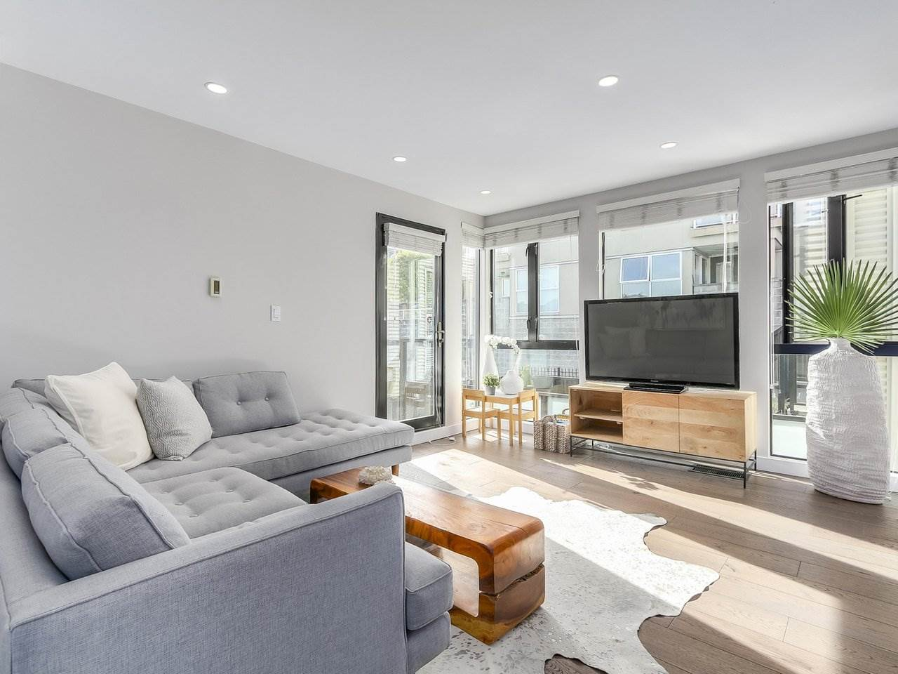 Townhouse at 956 W 7TH AVENUE, Vancouver West, British Columbia. Image 8