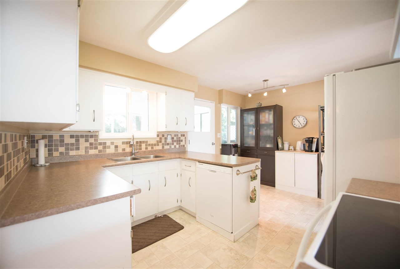 Detached at 7390 S MINSTER DRIVE, N. Delta, British Columbia. Image 6