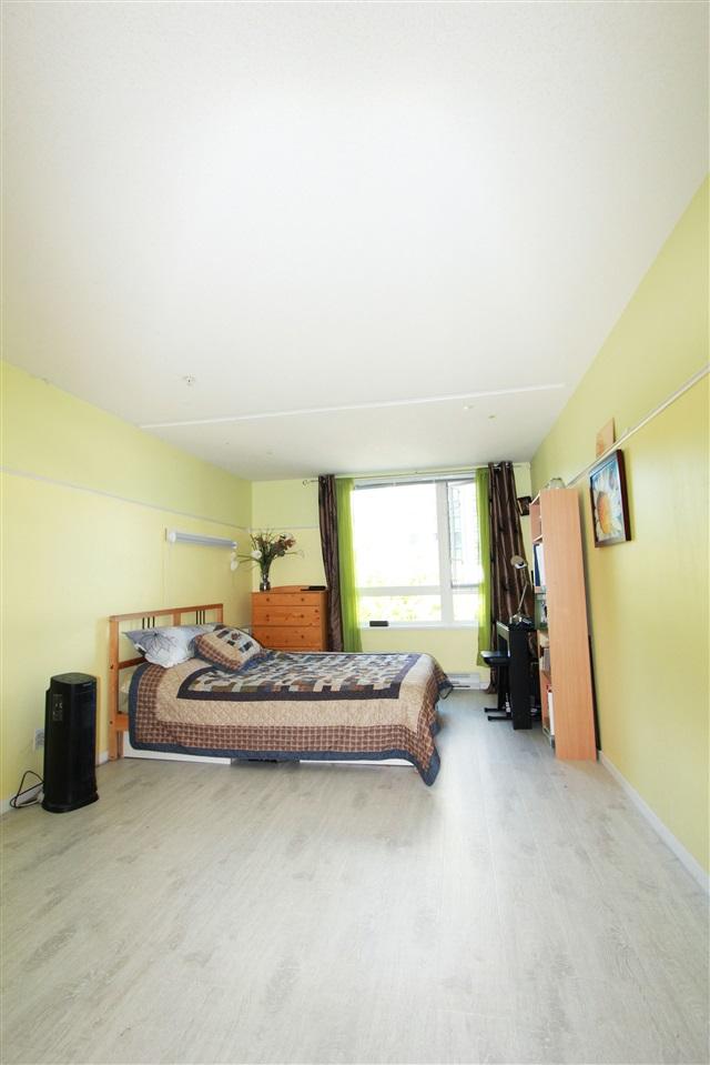 Condo Apartment at 304 1163 THE HIGH STREET, Unit 304, Coquitlam, British Columbia. Image 18