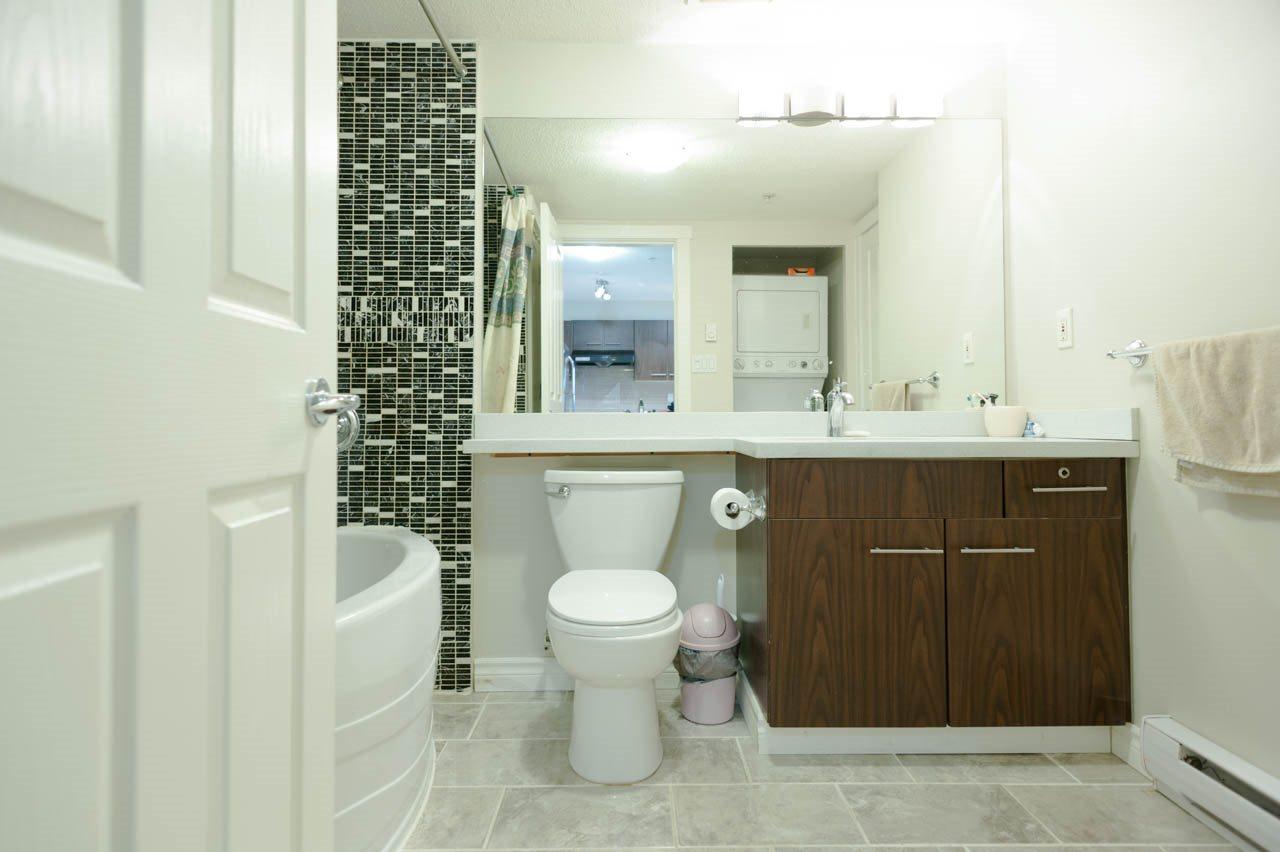 Condo Apartment at 1212 5115 GARDEN CITY ROAD, Unit 1212, Richmond, British Columbia. Image 9