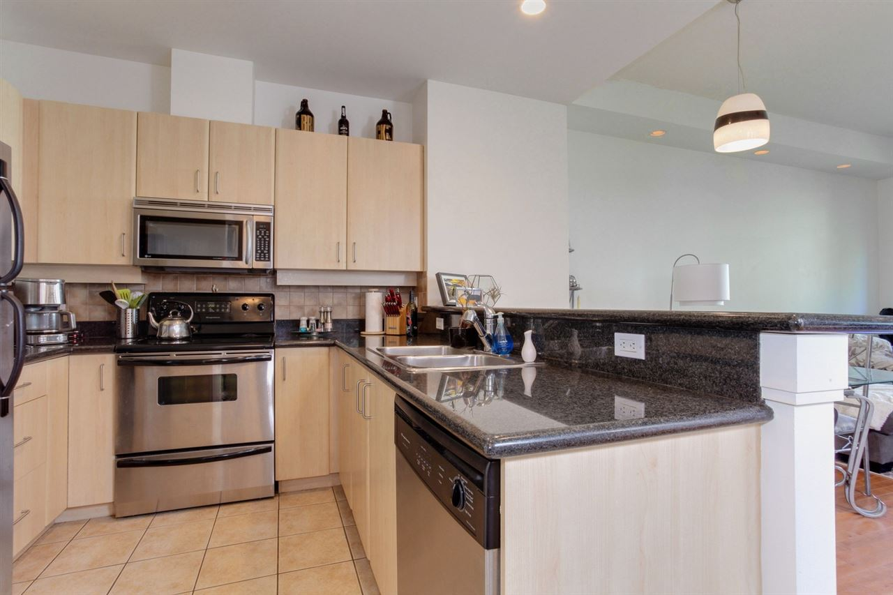 Condo Apartment at 403 2226 W 12TH AVENUE, Unit 403, Vancouver West, British Columbia. Image 5