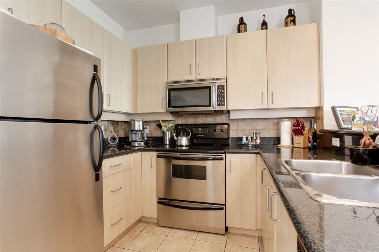 Condo Apartment at 403 2226 W 12TH AVENUE, Unit 403, Vancouver West, British Columbia. Image 6