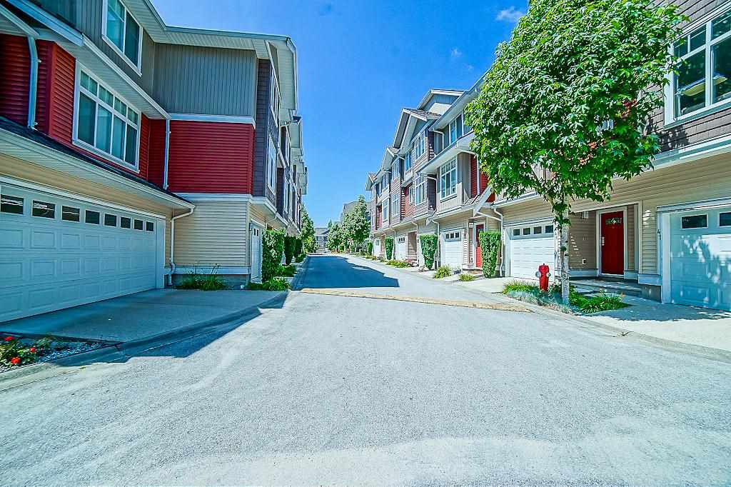 Townhouse at 60 19455 65 AVENUE, Unit 60, Cloverdale, British Columbia. Image 2