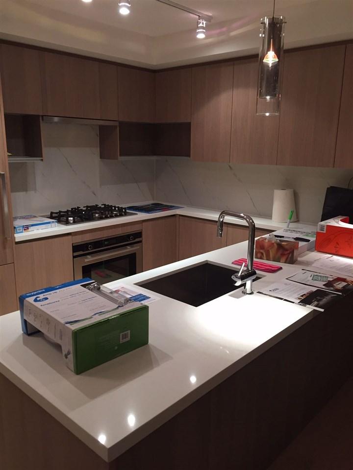 Condo Apartment at 1703 8833 HAZELBRIDGE WAY, Unit 1703, Richmond, British Columbia. Image 8
